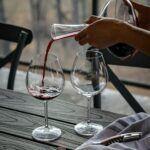 Decanting wine